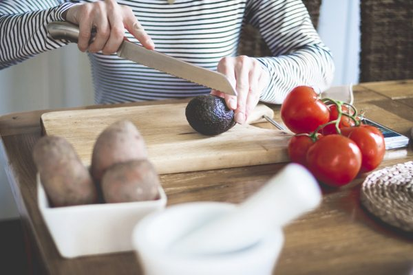 Handling Kitchen Knives The Right Way – Safety Tips To Always Apply